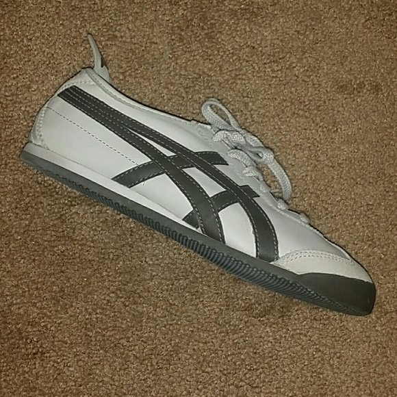 innovative design 3789d f1401 Onitsuka Tiger shoes by Asics euro size 38 us 8